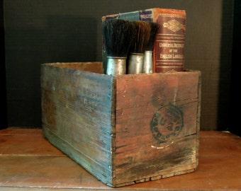 Vintage Wood Storage Box / Industrial Nailed Corner Box / Louisiana / Vintage Rustic Wood Crate / Wooden Storage Box