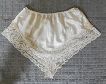 Vintage 1980s CHRISTIAN DIOR white satin & lace short-shorts / panties, size 7 / Large