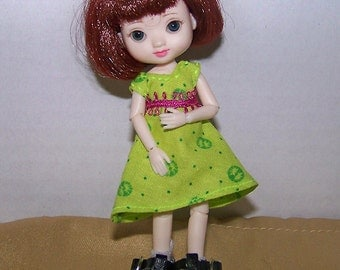 Handmade Amelia Thimble clothes - green dress with pink trim