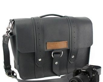 """15"""" Black Sonoma Voyager Leather Camera Bag - 15-V-BL-LCAM"""