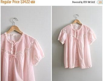 20% SALE powder pink Barbizon boudoir jacket - pale pink batiste bed jacket / pastel dolly top - pintucks & lace / vintage lingerie - lolita