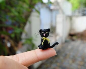 tiny crochet black kitten cat in sitting - dollhouse decor - tiny amirugumi cat