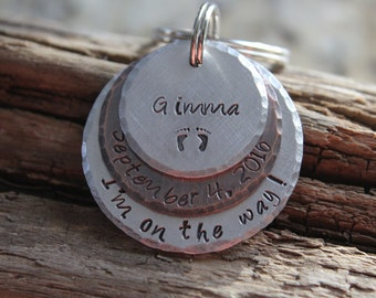 Pregnancy Announcement, Birth Announcement Keychain, Gift for Dad to be, Gift for grandma/grandpa to be, gift for aunt/uncle to be