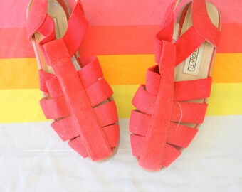 1980s URBAN Red Fabric Flats..size 6 womens.shoes. flats. librarian. red flats. classic. ballerina. closed toed. retro. mod. indie. sandals