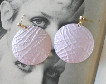 SALE/// 1980s PURPLE Oversized Earrings..metal. costume. 80s glam. sexy. killer 80s. rad. rocker. punk. indie. hipster. round. purple. light