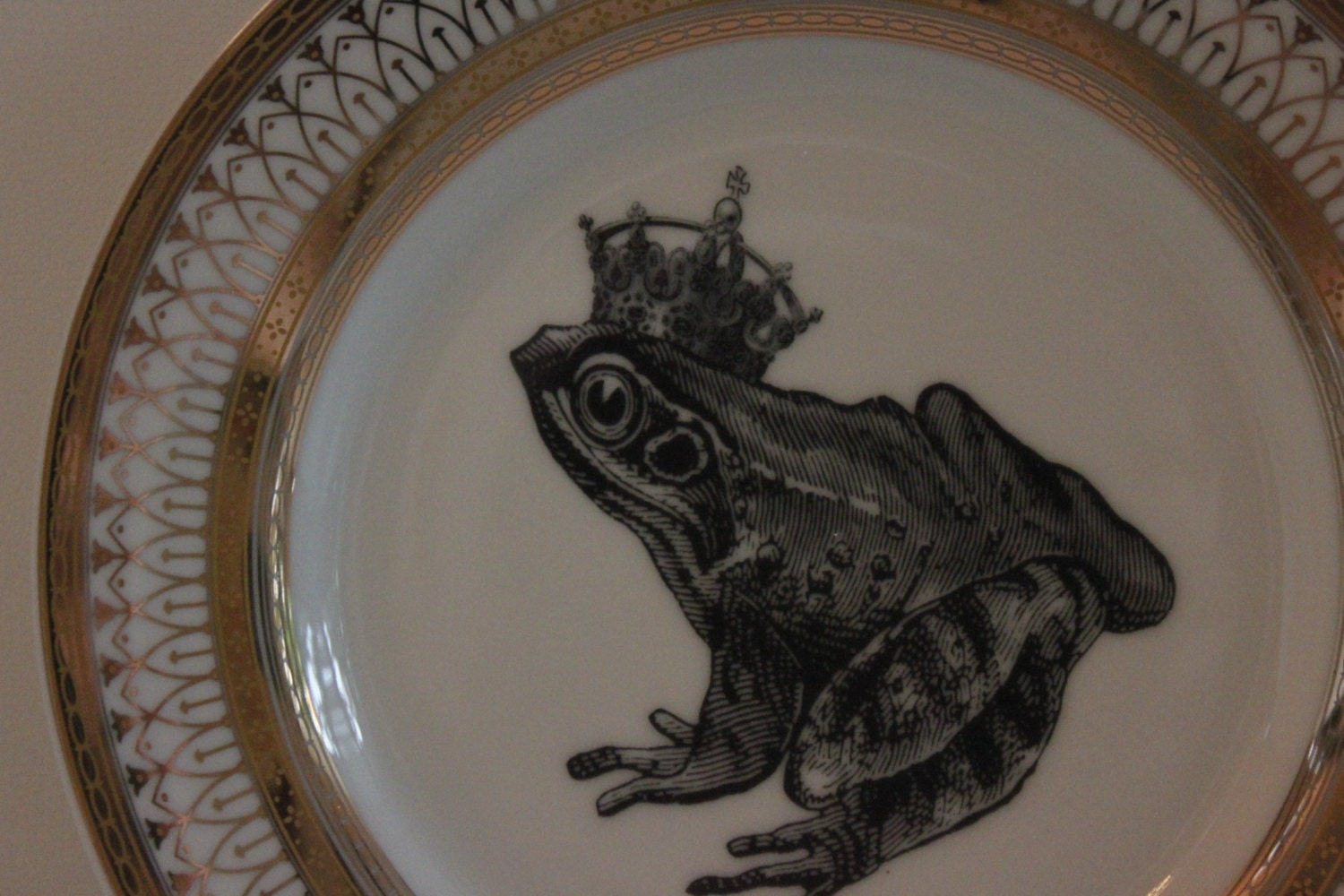 LIST PRICES MAY DIFFER FOR LARGE ORDER QUANTITIES - PLEASE LET US KNOW IF YOU PLAN ON PURCHASING SEVERAL ITEMS COST DECREASES WITH QUANTITY ORDERED. & Foodsafe Frog Toad Gold Silver Dinnerware/Plates/Dishes on