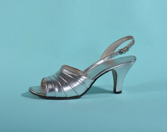 Vintage 1960s Silver Wedding Shoes - Amano High Heel Sandals - Wedding Fashions Size 7.5