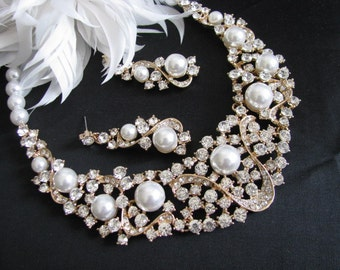 Statement Wedding Necklace in  gold tone and Ivory cream Pearl Great Bridal Wedding Jewelry Pageant Jewelry