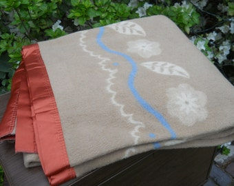 REDUCED--Gorgeous Wool blanket Reversible Colors-beige-white-blue--Shiny Rust Nylon Binding-Leaves--VG condition