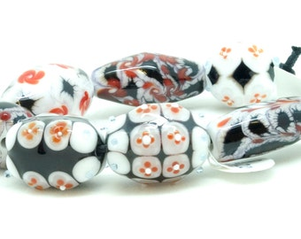 Meagan Lily Lampwork 'The Wrong Black' (BS112)