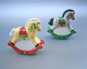 Vintage Horse Pony Salt Pepper Shakers Christmas Condiment Kitsch Ceramic Pottery Clay Red Green Yellow Black Mane Equestrian Equine Festive