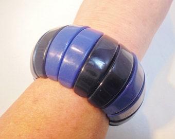 Vintage Bracelet / Bangle Black & Blue Lucite Stretch Large Chunky Retro Pop Art Boho 1980's Art Deco Statement