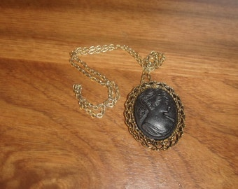 vintage necklace goldtone chain black glass cameo style