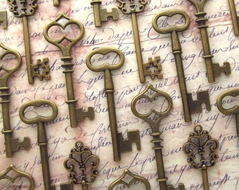 The Waterford Collection - Vintage Wedding Favors - Skeleton Key Assortment in BRONZE - Set of 30 Keys - 3 STYLES
