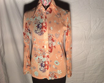 Women medium 70s blouse--floral button-down--nylon--really cute.