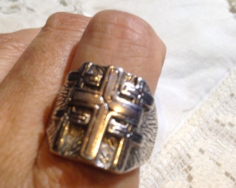 Vintage 1980's Gothic Cross Men's Ring