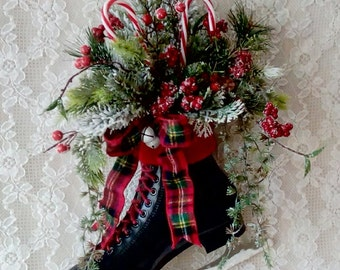 Wreath, Ice Skate, Holiday ice Skate, Christmas ice Skate, Decoration, Door decor, wall decor, Rustic Cottage, Black skate