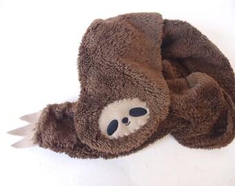 Sloth scarf -brown