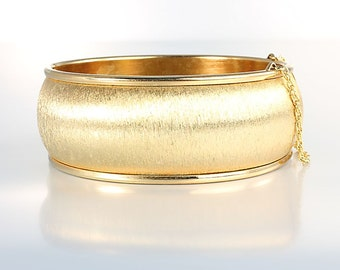 Brushed Gold Bangle, Oval Wide Hinged Bangle, 7 inch Bracelet, Safety Chain Vintage jewelry