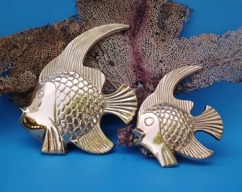 Vintage brass fish - brass fish wall decor - mid century bathroom decor - brass decor - pair of brass fish - nautical decor - beach decor