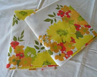 2 Retro Pillowcases / Vintage Pillowcases / Bibb Company / Retro Floral Bedding / Orange Flowers / Yellow Flowers / Red / Cotton Blend Cases