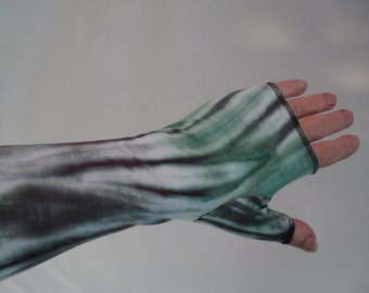 Plus size tie dye gauntlet arm warmers in hues of sea glass and charcoal.