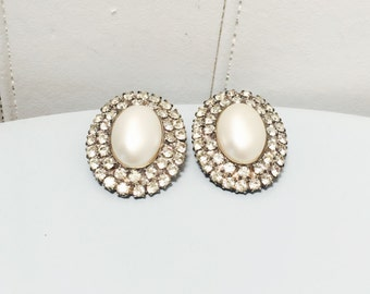 Vintage 1960s Clear Rhinestone & Pearly Oval Clip On Earrings