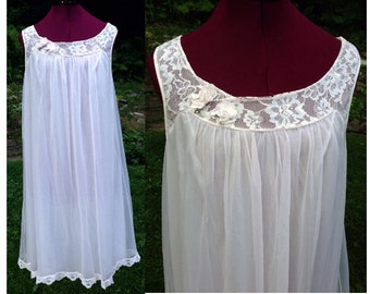 BabyDoll Nightgown Double Layer Flowing / 1960s Nightgown w Faux Flowers / Wedding Nightgown / Sleeveless Nightgown / Size 38