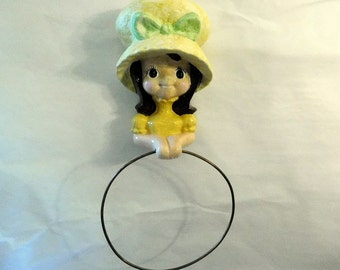 Vintage TOWEL HOLDER Necklace Jewelry Scarf - Girl in Bonnet - Yellow Ceramic - Country Cottage - Bathroom, Kitchen, Bedroom Decor - DARLING