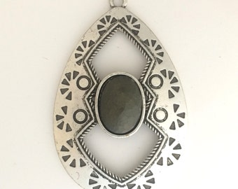 Silver plated pendant with faceted jade: 2559