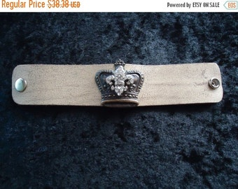 Now On Sale Vintage Bracelet With Rhinestone Crown 1950s 60s 70s Mad Men Mod Old Hollywood Glam