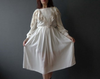 Vintage 70s 80s Young Victorian Ivory White Dress  Lace Collar Edwardian Dolly Dress Small
