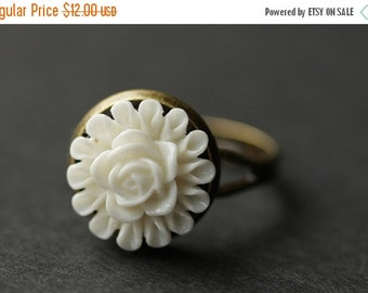 BACK to SCHOOL SALE White Flower Ring. White Ring. Bronze Ring. Little Flower Ring. Filigree Ring. Adjustable Ring. Flower Jewelry. Handmade