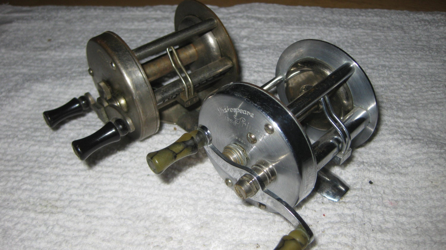 2 lot vintage shakespeare fishing reels collectiblke on sale for Vintage fishing reels for sale