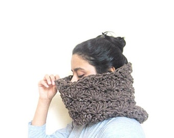 Chunky lace cowl in tweed brown, Handmade, READY TO SHIP, unisex