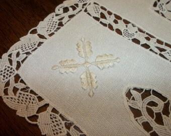 24 PC. Vintage  Linen Placemats & Napkins...Lace Edges...Perfect Condition...ECRU...Napkins Are FREE