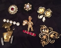 Lot 8 vintage brooches, pins rhinestone, pearl gold tone