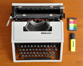 Olivetti Dora typewriter | grey typewriter | working typewriter | AZERTY typewriter