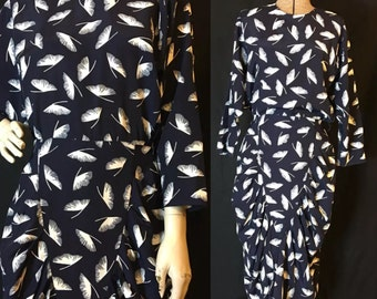 Vintage 80s Rayon Ginko Leaf Print Ruched Dress size 9/10 D435
