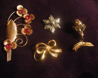 Vintage Jewelry Pins Lot of 4 Unmarked Free Shipping in U.S. Costume Jewelry