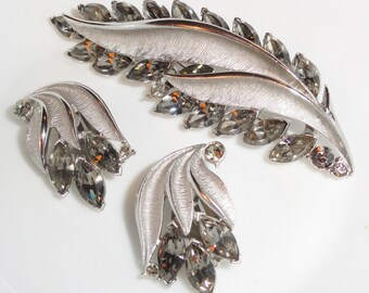 Lovely Brushed Silver Tone Smoky Rhinestone Brooch & Clip Earrings Vintage Set