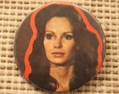 Vintage JACLYN SMITH Pinback Button Badge...1977 Charlie's Angels KELLY Badge-A-Minit Pin (#4)
