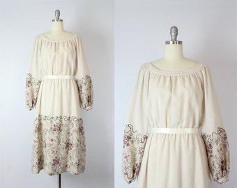 vintage 70s floral fall dress / vintage peasant dress / 70s bohemian dress / cream floral dress / Sea of Flowers dress