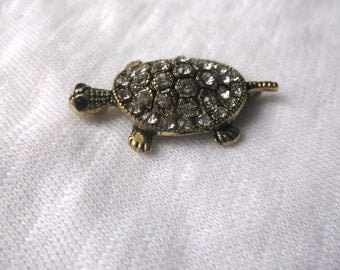 Turtles, gold or silver, perfect for necklaces bracelets, double clasps
