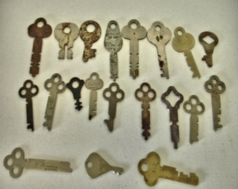 Vintage Lot of 20 rustic flat Keys Crafts altered art Steampunk Lot no. 17