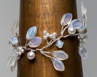 White Leaf Bracelet with Pearls and Crystals, White Bridal Bracelet,  Nature Bracelet, Wedding  Jewelry