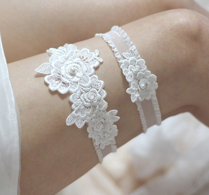 Lace Wedding Garters: Rose Lace Garter Set Bridal Garter Set Pearl By MirinoBridal