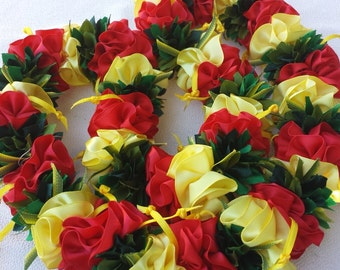 Hibiscus hawaiian flower lei