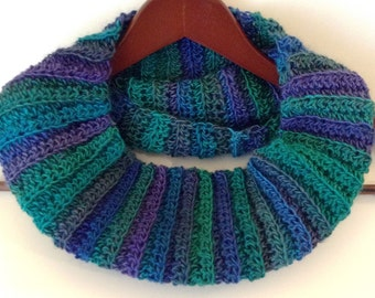 Ribbed Ombre Cowl, Green Crochet Cowl, Ribbed Infinity Scarf