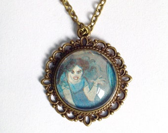 Lucy the vampire necklace Dracula
